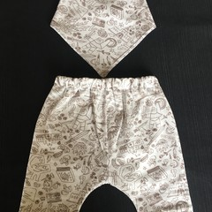 Baby Medieval pant with matching bib size 000-3 months