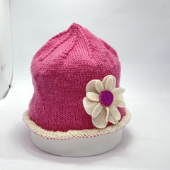 Pink baby beanie with flowers, baby girl beanie, hand knit baby hat. Baby merino