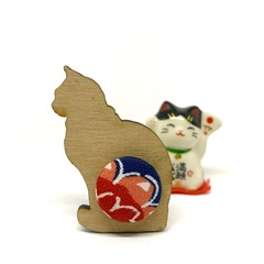 Kimono Cat Brooch - Red and Navy