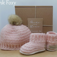 Pink - Baby Shoes and Hat Set - Newborn (0-3mths)