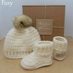 White - Baby Shoes and Hat Set - Newborn (0-3mths)