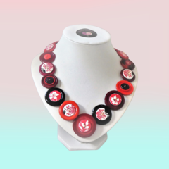 Red button necklace, Flower Power.
