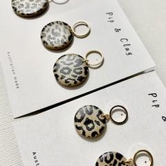 Round leopard print earrings