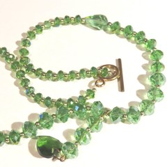 Necklace. Sunning Beaded Crystral Necklace. Green Swarovski crystals