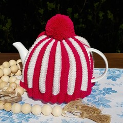 White & Hot Pink Classic Pleated Tea Cozy