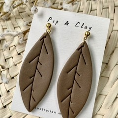 Leaf dangles