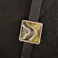 Square setting bracelet